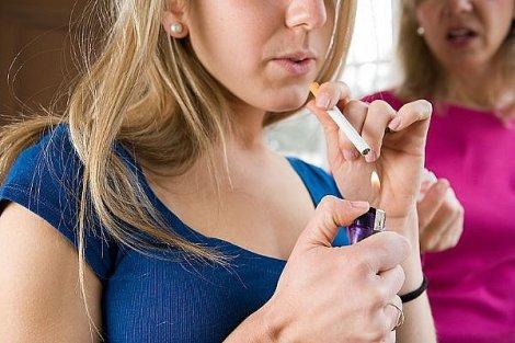 Jim Fr Mon Ado Fume Comment Dois Je Reagir Comment Parler Du Tabac Aux Adolescents